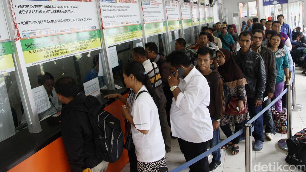 Penumpang Membeludak, PT KAI Daop IV Semarang Tambah 7 KA Lebaran