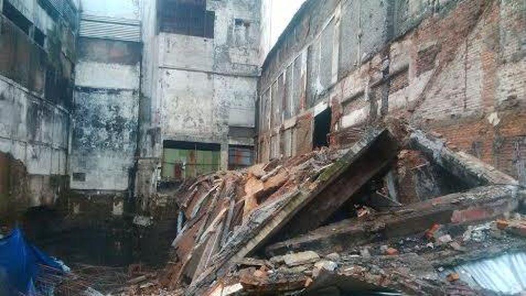 Eks Toko Merlin Runtuh, Polisi: Tiga Korban Tertimpa Bangunan Lagi Tidur