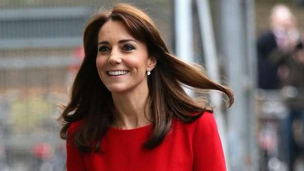 Kenakan Dress Merah Ini 3 Kali, Kate Middleton Tetap Pede dan Cantik!