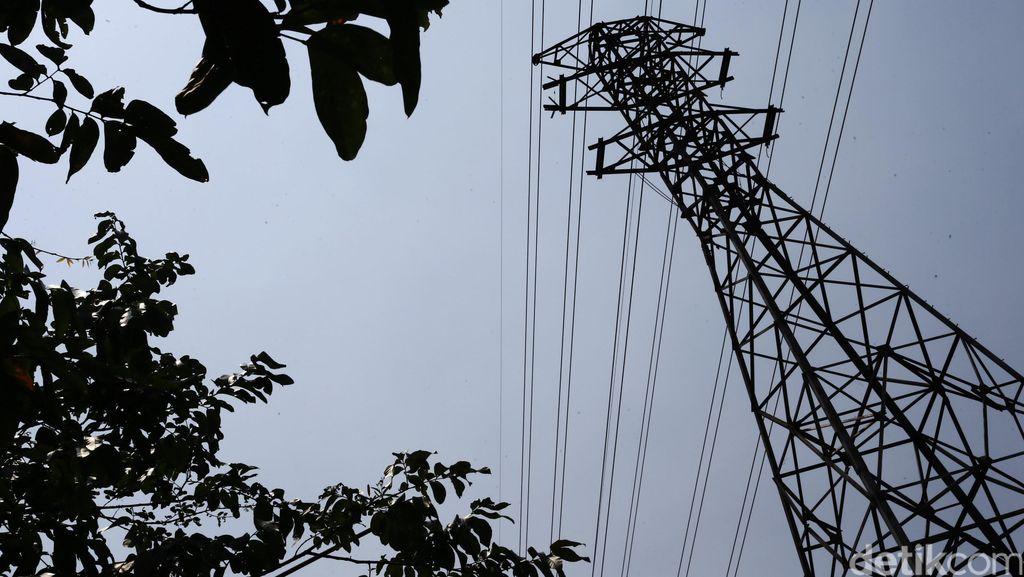 Fitri Spiderkid Panjat Tower SUTET di Ciputat, Jalanan Macet