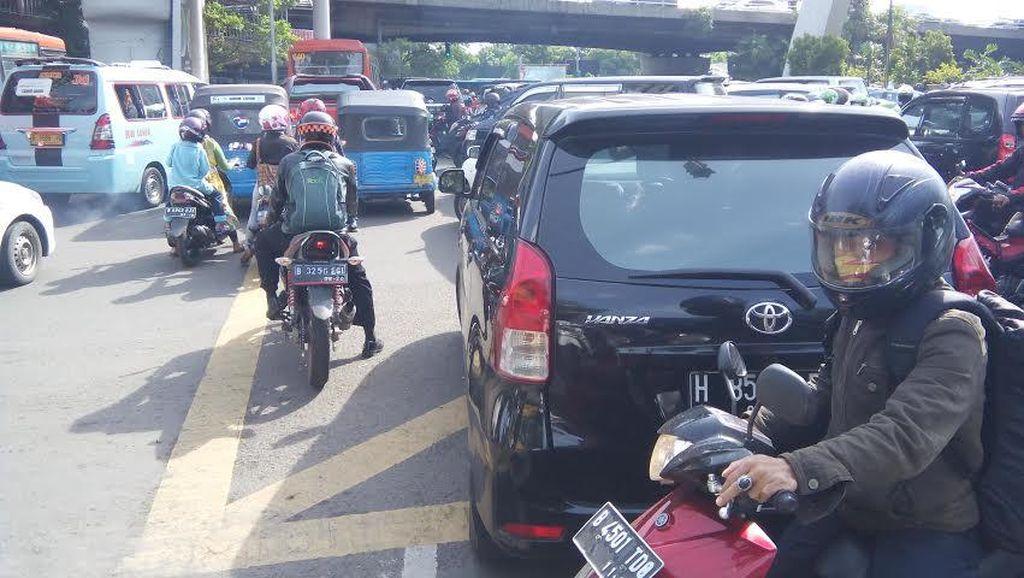 Di Akhir Pekan, Arus Lalu Lintas di Jakarta Lebih Macet Luar Biasa