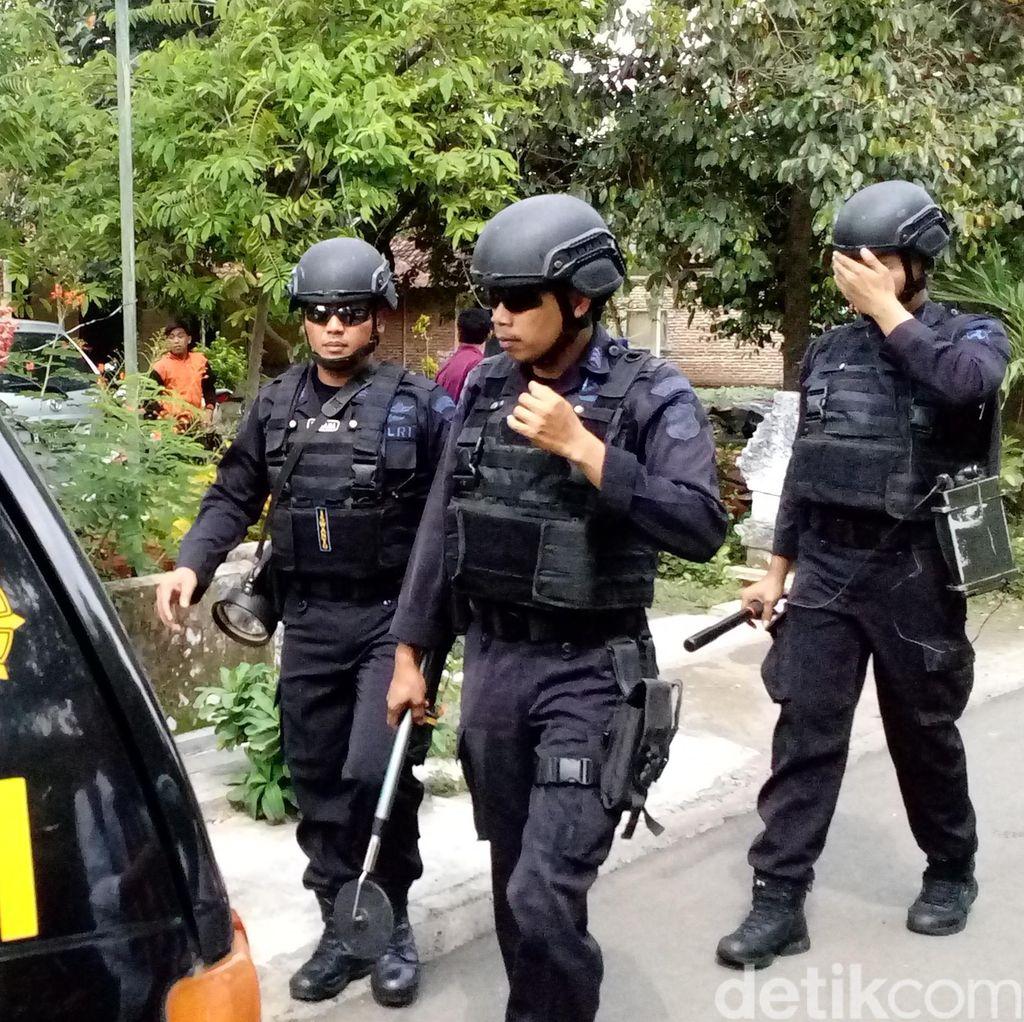 Densus 88 Juga Geledah Rumah Terduga Teroris di Jatiluhur