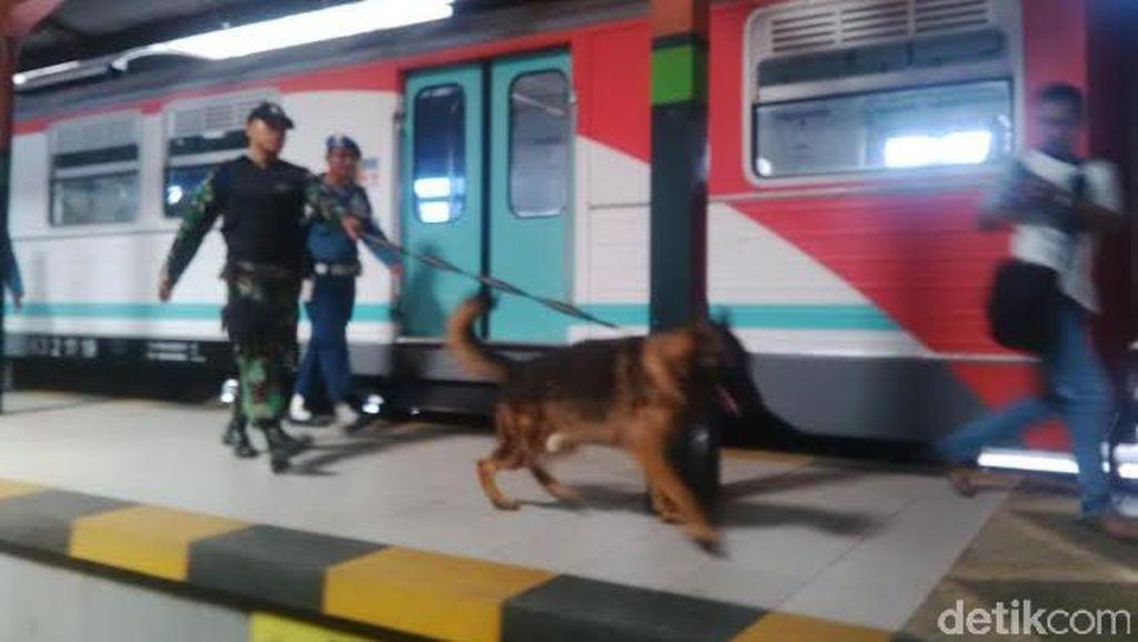 Anjing Pelacak Dilibatkan Pengamanan Natal di Stasiun KA