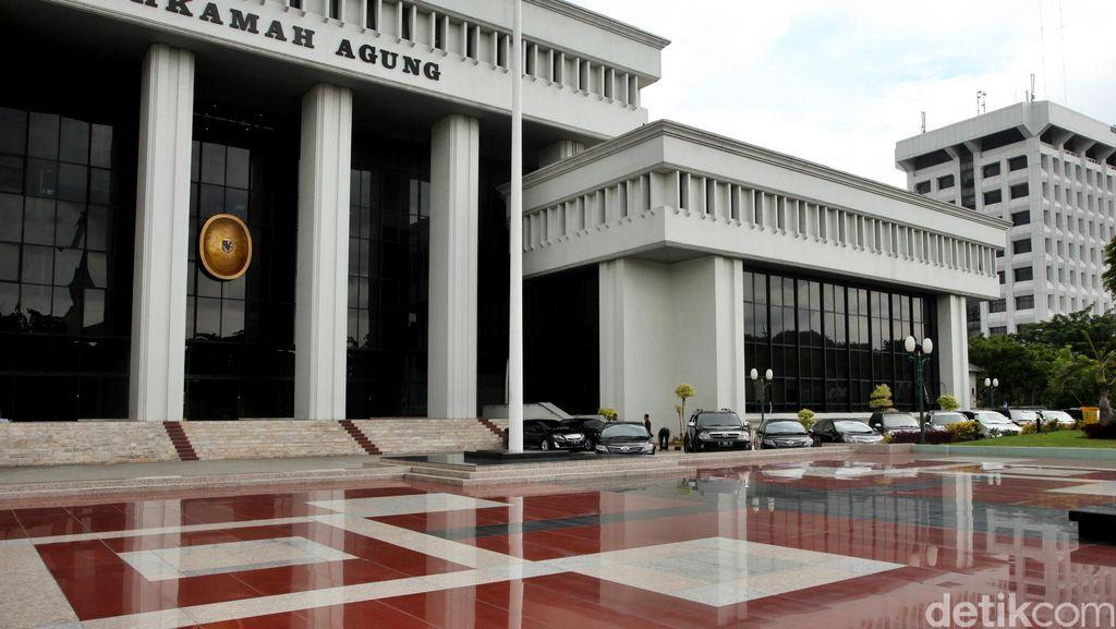 Tok! MA Lepaskan 31 Anggota DPRD Papua Barat di Kasus Korupsi APBD