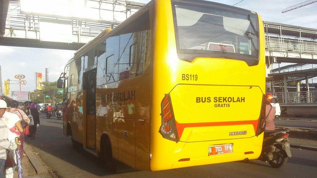 20 Sopir Metromini Cegat Bus Sekolah di Koja karena Emosi