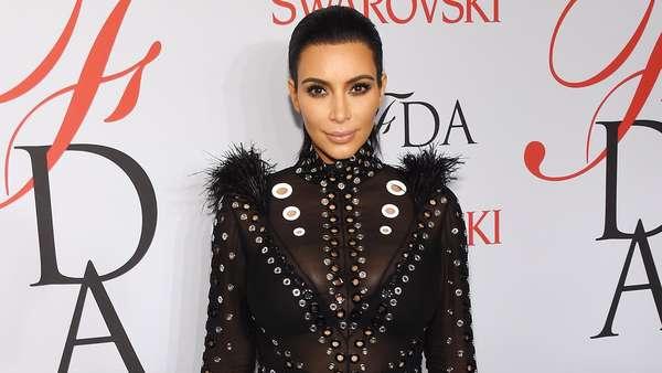 10 Gaya Superseksi Kim Kardashian Saat Hamil Anak Kedua