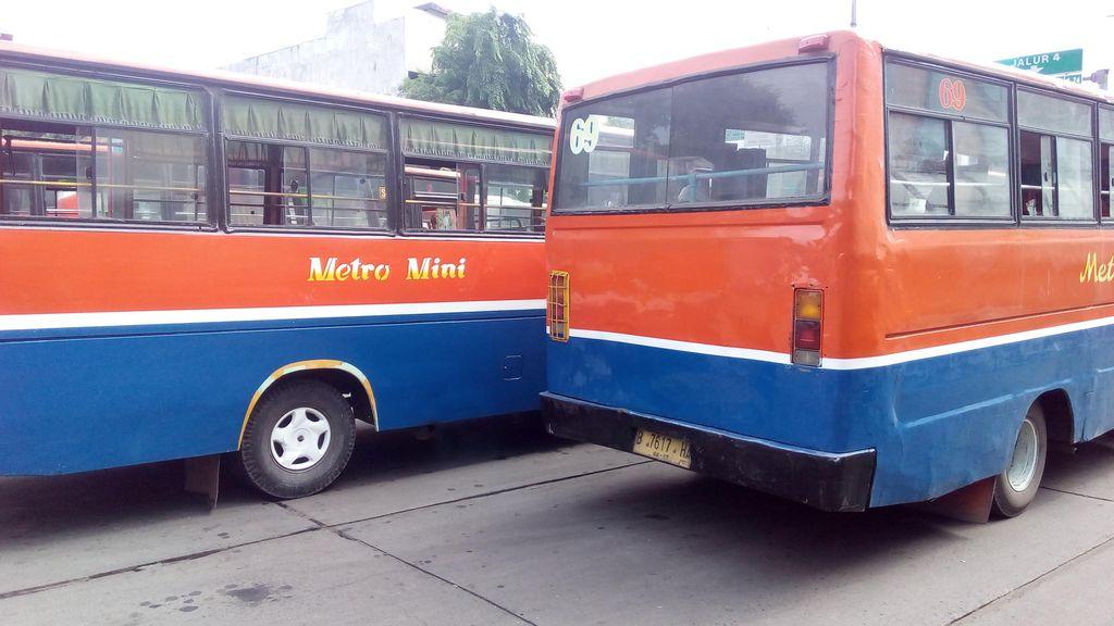 Metromini 69 Mogok Narik di Kebayoran Baru, TransJakarta Sempat Disetop
