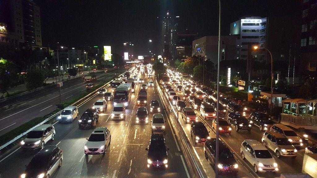 Jumat Malam Jelang Long Weekend, Tol Dalam Kota Macet di Kedua Arah