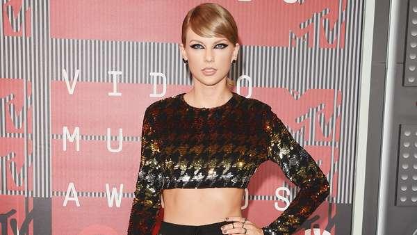 10 Penampilan Memesona Taylor Swift Sepanjang 2015