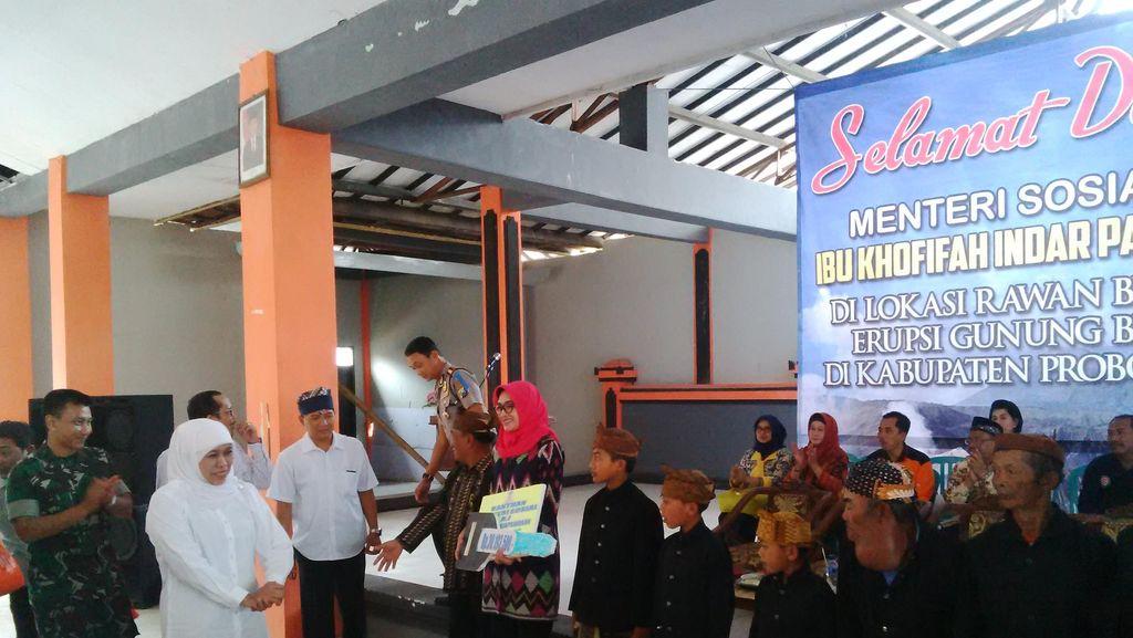 Mensos Khofifah Kunjungi Petani di Lereng Bromo yang Gagal Panen Kentang