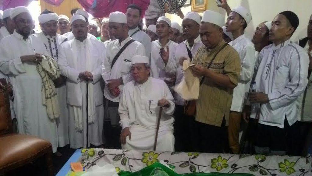Massa FPI Berkumpul di Tebet, Bertakziah ke Rumah Habib Selon
