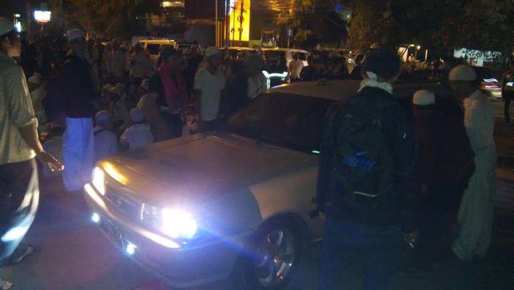 Massa Cek Mobil Masuk TIM Cari Bupati Purwakarta, Polisi: Mereka Cuma Memeriksa