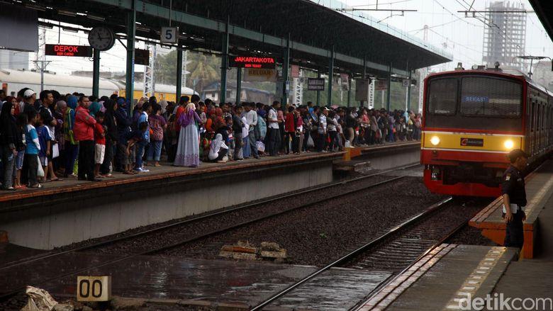 Layani Warga yang Rayakan Tahun Baru, KRL Beroperasi 24 Jam