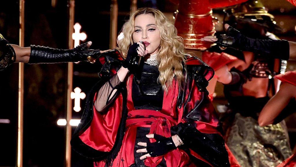 Terbang ke London, Madonna Temui Mantan Suami untuk Bahas Hak Asuh Anak