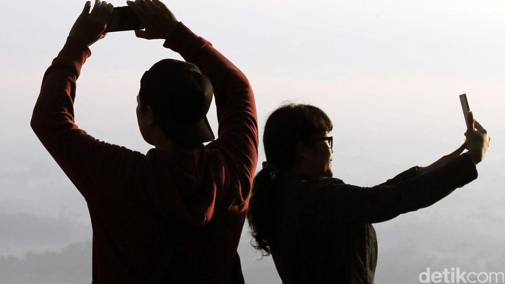 ABG India Tewas Ditabrak Kereta Saat Selfie di Atas Rel