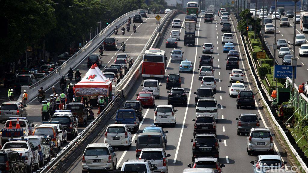 Polisi: Bandung Menuju Jakarta Masih Meriah
