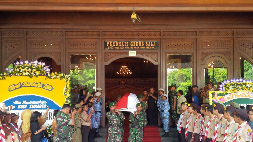Jenazah Penjabat Walkot Surakarta Dilepas Ratusan PNS dan Warga