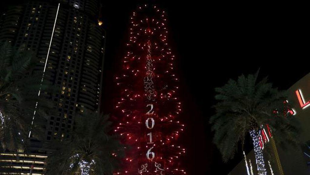 Pesta Kembang Api di Burj Khalifa Tetap Meriah Saat The Address Terbakar