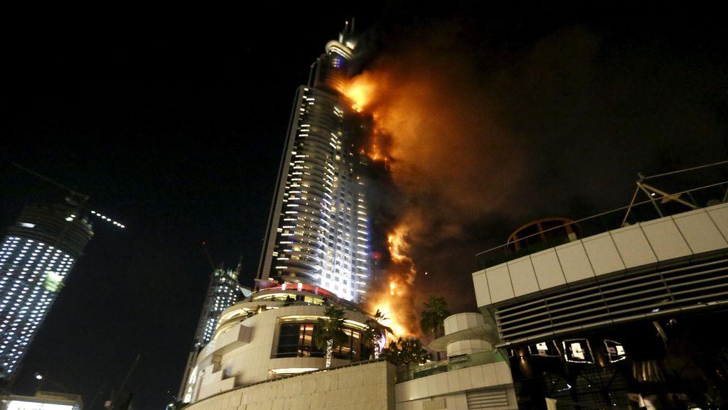 Pengunjung Hotel yang Terbakar di Dekat Burj Khalifa Panik Keluar Gedung