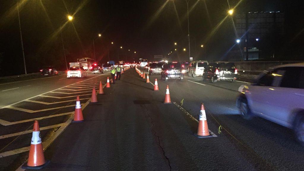 KM 66 Tol Cikampek Tersendat, Polisi Perkecil Arus dari Cipali Arah Jakarta