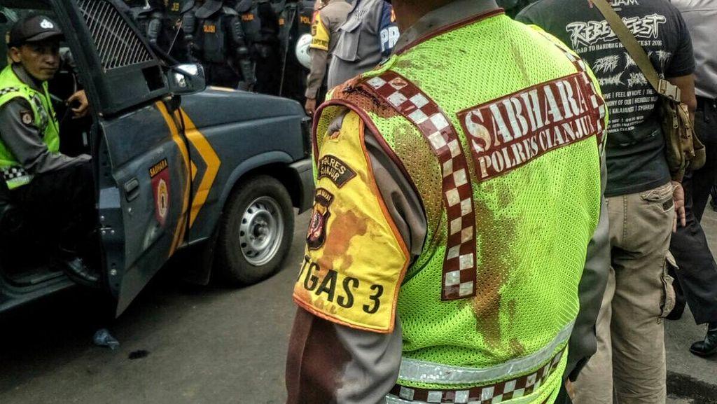 Rusuh, Aksi Demo Pilkada di Cianjur Diwarnai Pelemparan Darah Hewan