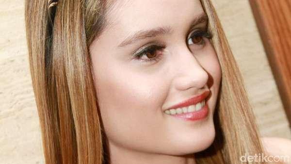 Si Cantik Cinta Laura yang Lagi Kasmaran