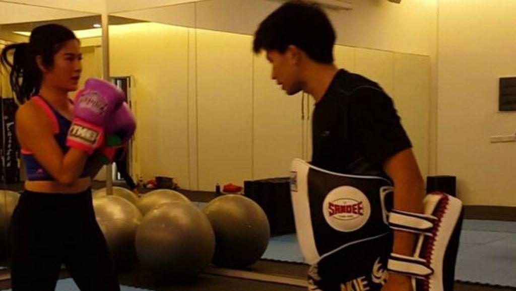 Ciaat! Dian Sastro Latihan Muay Thai Bareng Kim Jong Un