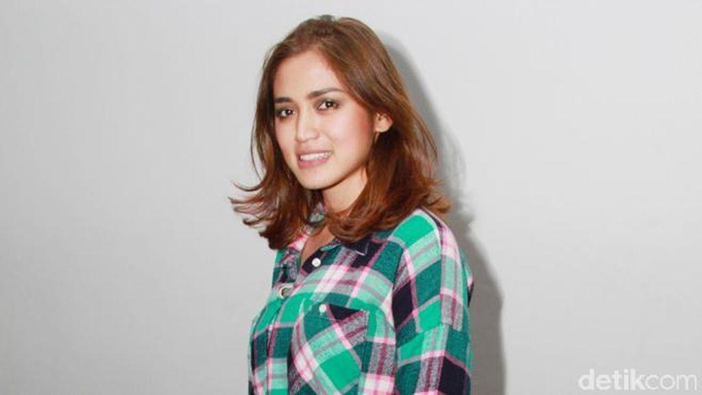 Jessica Iskandar dan Ayu Ting Ting Makin Panas