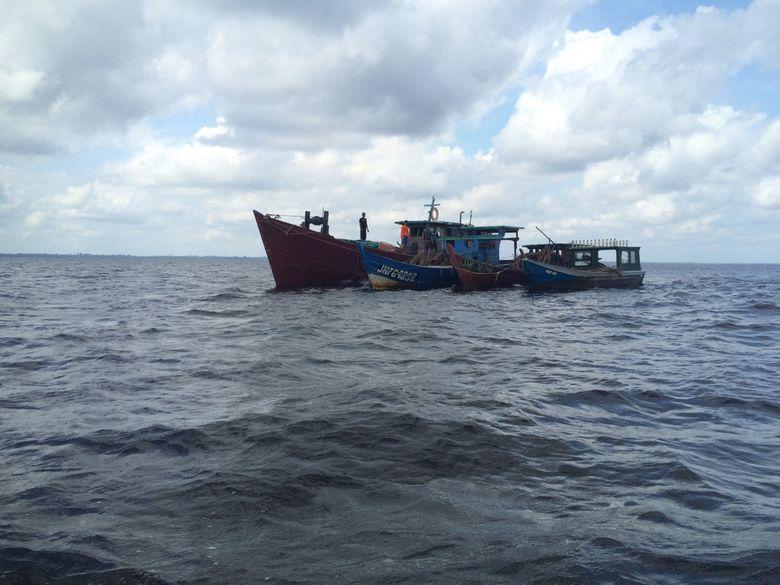 Terbukti Curi Ikan, 3 Kapal Nelayan Malaysia Dibakar di Riau