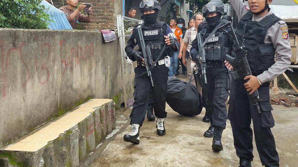 Tiga Terduga Teroris Diringkus di Bandung, Kapolri: 2 Orang Masih Dikejar