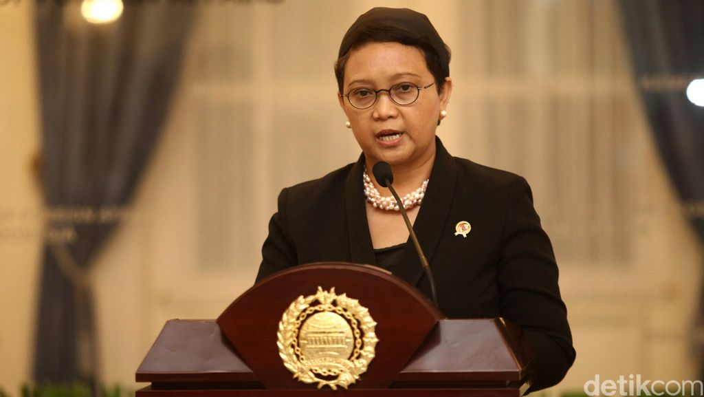 Menlu Sebut Tak Ada Permintaan Paspor Hitam untuk Anggota DPR