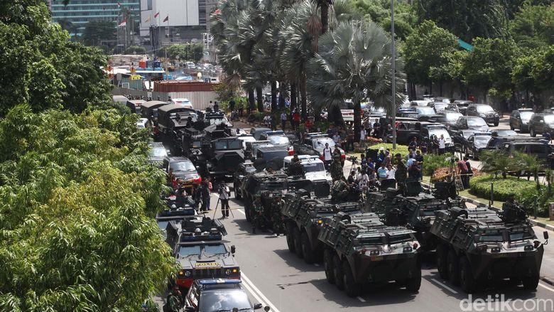 TNI Kerahkan Panser ke Thamrin
