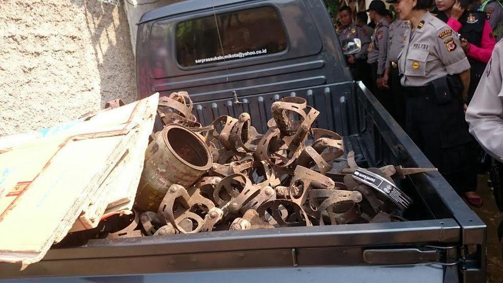 Ini Penampakan Ratusan Senjata Kuno yang Ditemukan di Sukabumi