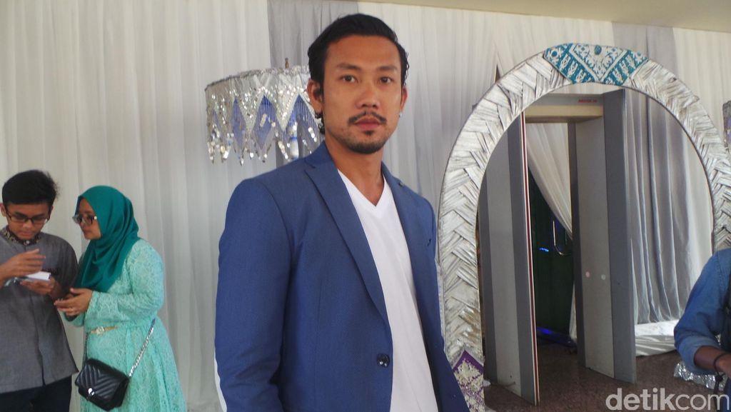 Denny Sumargo Bantah Rumor Sudah Lamaran