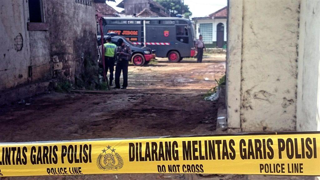 Gegana Temukan Puluhan Granat Aktif dan Ribuan Butir Amunisi di Sukabumi