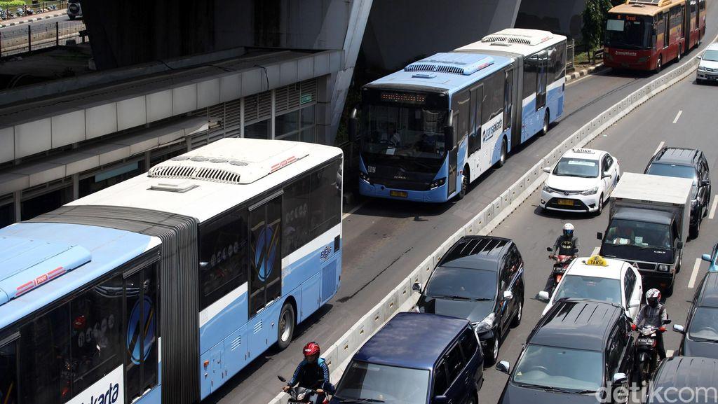 Saat Warga Tinggalkan Kendaraan Pribadi, Namun Headway TransJ Belum Teratur