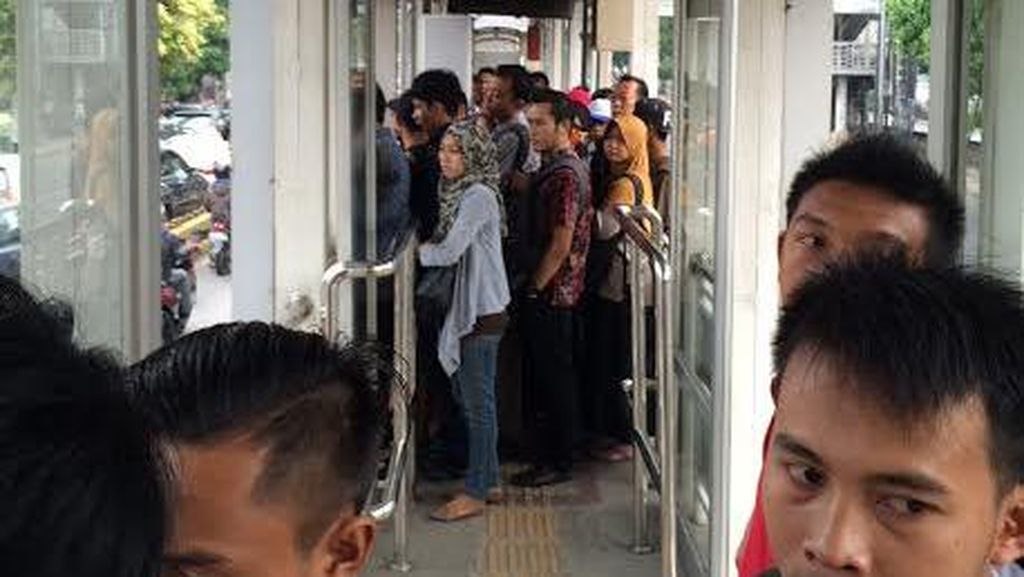 Lama Banget Sampai 40 Menit untuk Nunggu Bus TransJ Koridor 6 Arah Monas