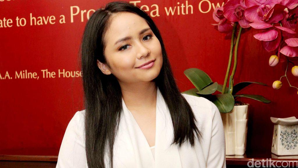 Lulus S2, Gita Gutawa Ingin Majukan Industri Kreatif Indonesia