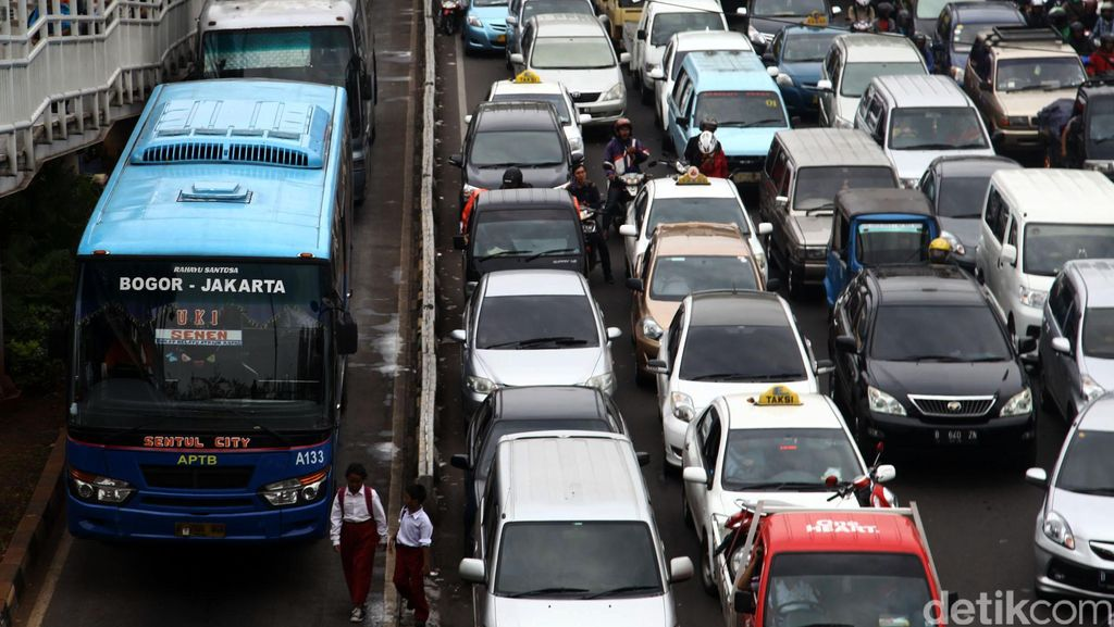 Libur Panjang Imlek Usai, Lalu Lintas Tol Arah Jakarta Padat