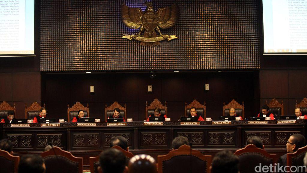 Canda Hakim Konstitusi di Tengah Sidang Pilkada Serentak yang Serius