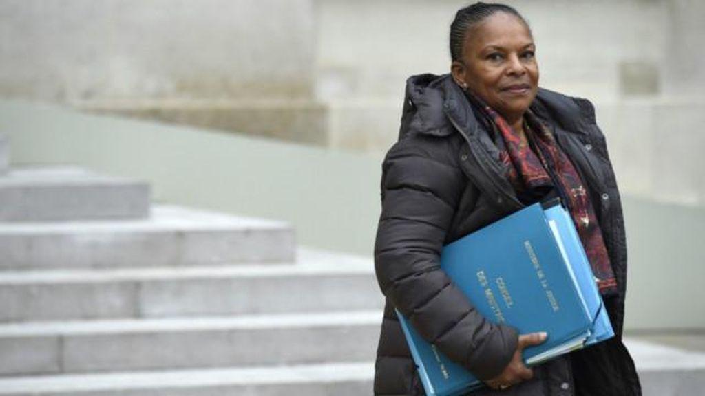 Menteri Prancis Mundur terkait Pencabutan Kewarganegaraan