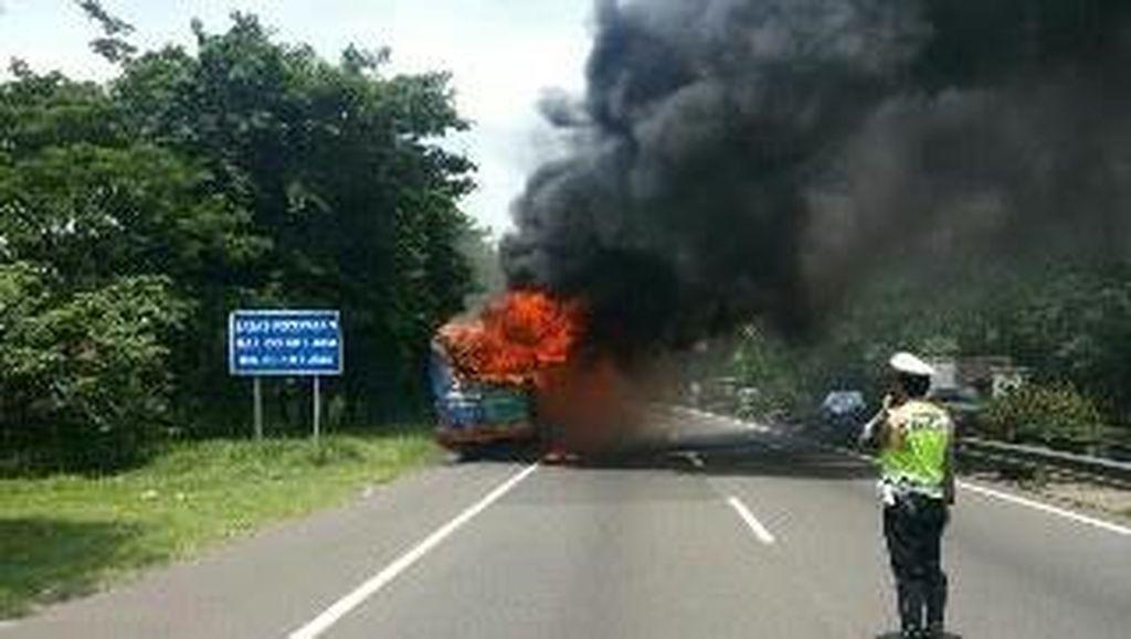 Bus Kota Terbakar di Tol Waru Diduga Korsleting