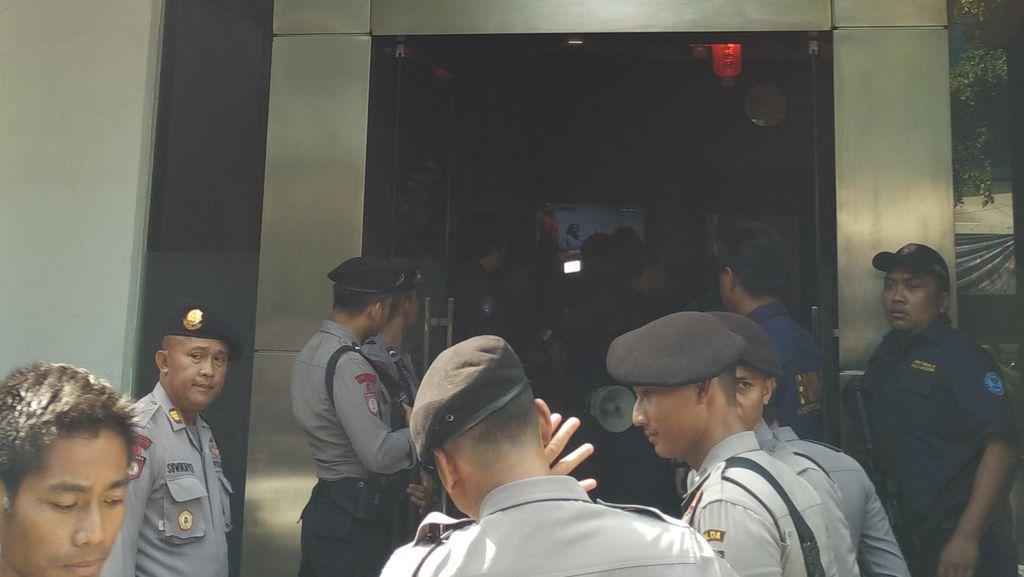 Puluhan Petugas BNN Gerebek Hotel di Tanah Abang