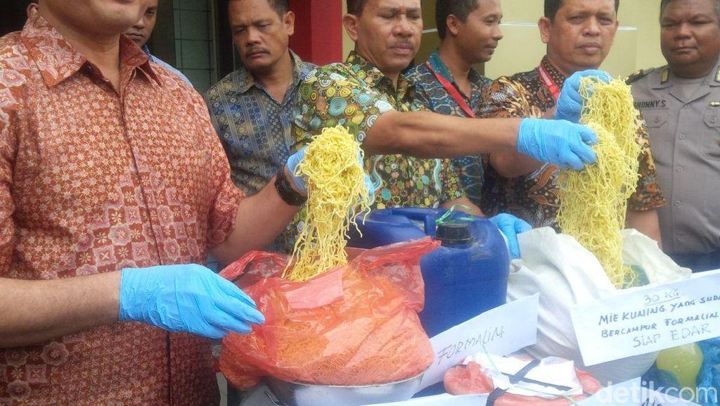 Polisi Gerebek Rumah Tempat Produksi Mie Berformalin di Sumut