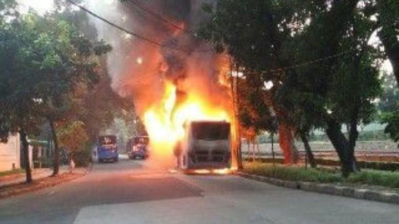 Bus TransJakarta Terbakar di Latuharhary
