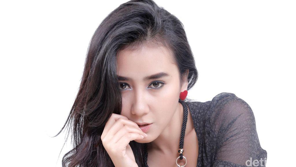 Terjun Akting dan Nyanyi, Melanie Ingin Sesukses Dewi Persik