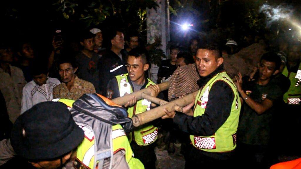 Asyik Berfoto, Dua Mahasiswa UNJ Tewas Terseret Air Bah di Sukabumi
