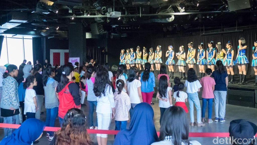 Datangi Teater, Puluhan Anak Ikut Dance Class bareng JKT48
