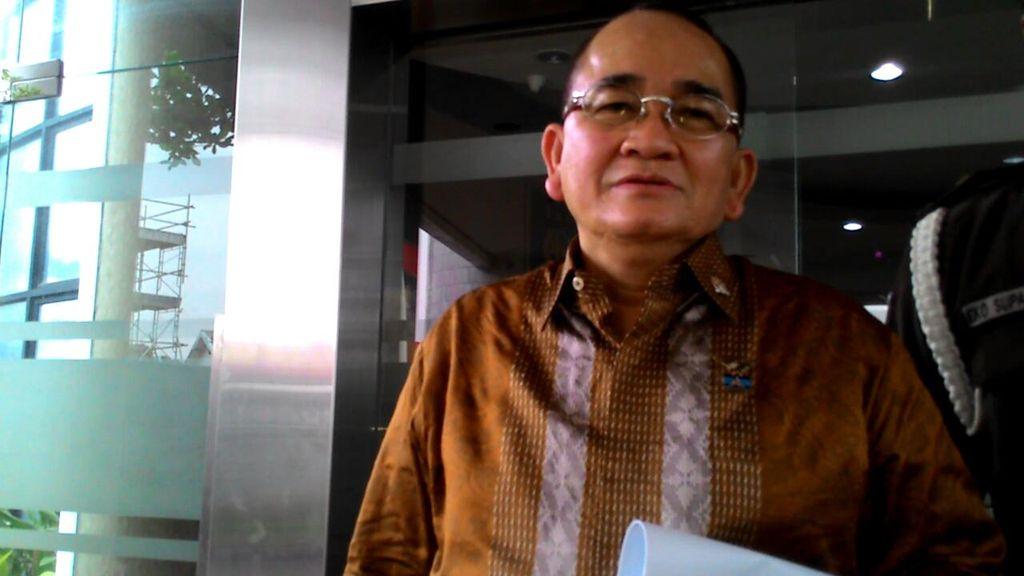 Tolak Paspor Hitam, Ruhut: Wakil Rakyat Kenapa Harus Ekslusif?