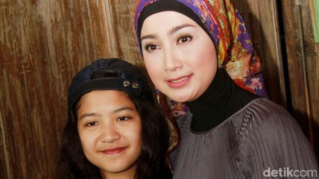 Desy Ratnasari Cerewet Jaga Putri Semata Wayangnya